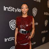 """Im weinroten Leder-Dress mit übergroßem Gürtel ist """"Star Trek: Discovery""""-Star Sonequa Martin-Green bei der Warner-Bros-Party ein stylischer Hingucker."""