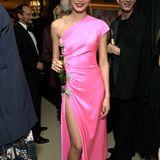Als Pretty in Pink präsentiert sich Gemma Chan auf der Aftershow-Party von Amazon.