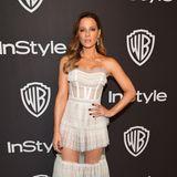 Fast lasziv gibt sich Kate Beckinsale bei der Golden-Globe-Party von InStyle und Warner Bros im weißen Spitzendress von Aadnevik.
