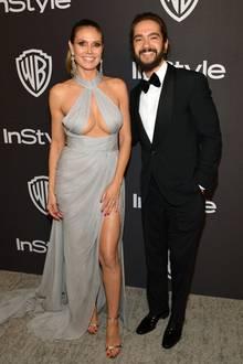 Und noch ein stylischer Pärchen-Look von den frischverlobten Turteltauben Heidi Klum und Tom Kaulitz. Für die Aftershow-Partys hat sich Heidi diesen hellgrauen Neckholder-Look mit sexy Dekolleté ausgesucht.