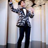 Darren Criss zeigt mit seinem floralen Jackett mal einen anderen Red-Carpet-Look für Männer.