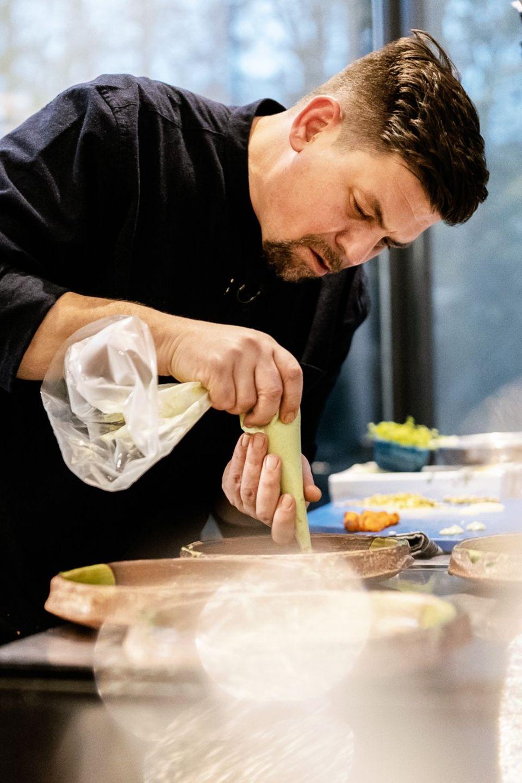 """Das neue Jahr beginnt mit einem echten Knaller: VOX und Tim Mälzer haben mit """"Kitchen Impossible"""" wieder zueinander gefunden."""