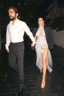 7. Januar 2019  ...Das Topmodel war an diesem Abend nur leicht bekleidet und hat sicherlich gefroren. Wie es sich für einen fürsorglichen Verlobten gehört, gab Tom seinerHeidi vor dem Beverly Hilton Hotel sein Jacket und führte sie schnell ins Warme.