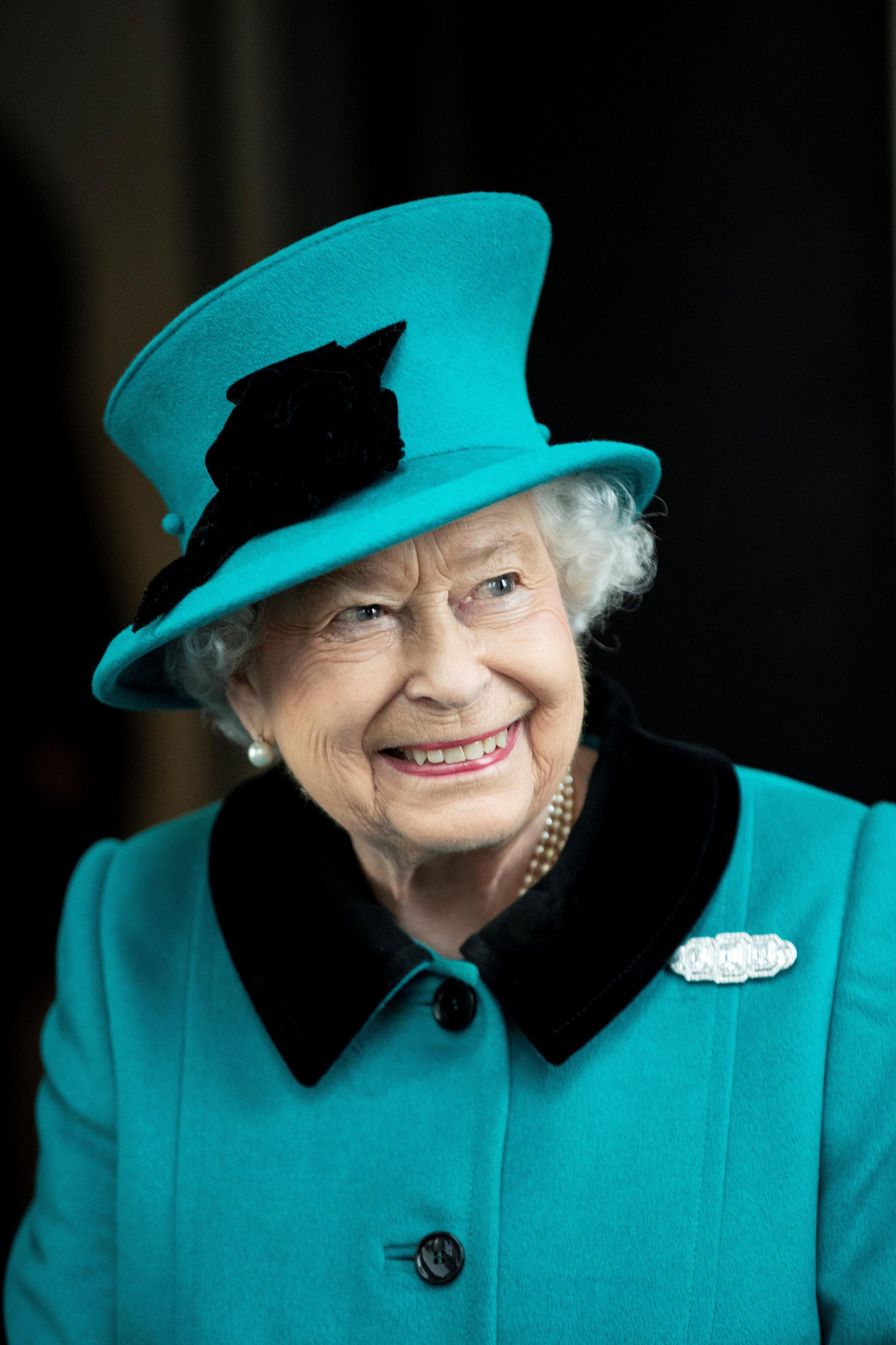 8 Dinge die sie niemals vor Queen ElizabethII. tun sollten.