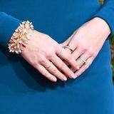 ... und zum Anderen das passende Armband sowie fünf Ringe des Edeljuweliers. Kleiner Fun Fact: Vier davon sind eigentlich Eheringe.