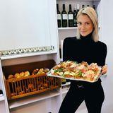 """""""Neues Jahr, neues Business"""", postet Valentina Pahde. Die Schauspielerin freut sich über Besuch in ihrem neuen Feinkostladen in München."""