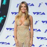 """Mit einem wirklich gewagten Kleid wird Heidi Klum bei den """"MTV Video Music Awards"""" zum absoluten Gesprächsthema."""