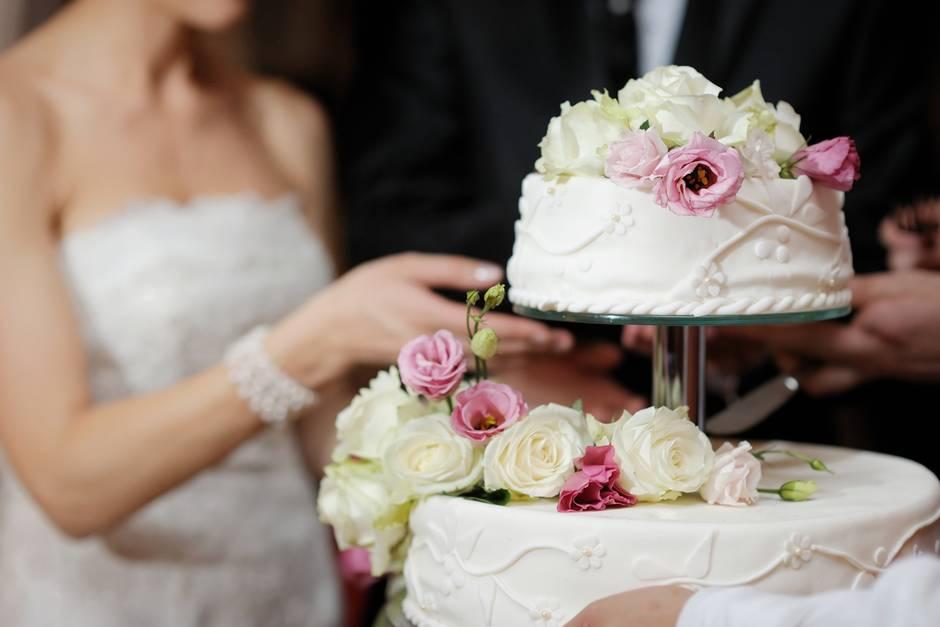 Brautpaar Kann Nicht Fassen Was In Der Hochzeitstorte Steckt Gala De