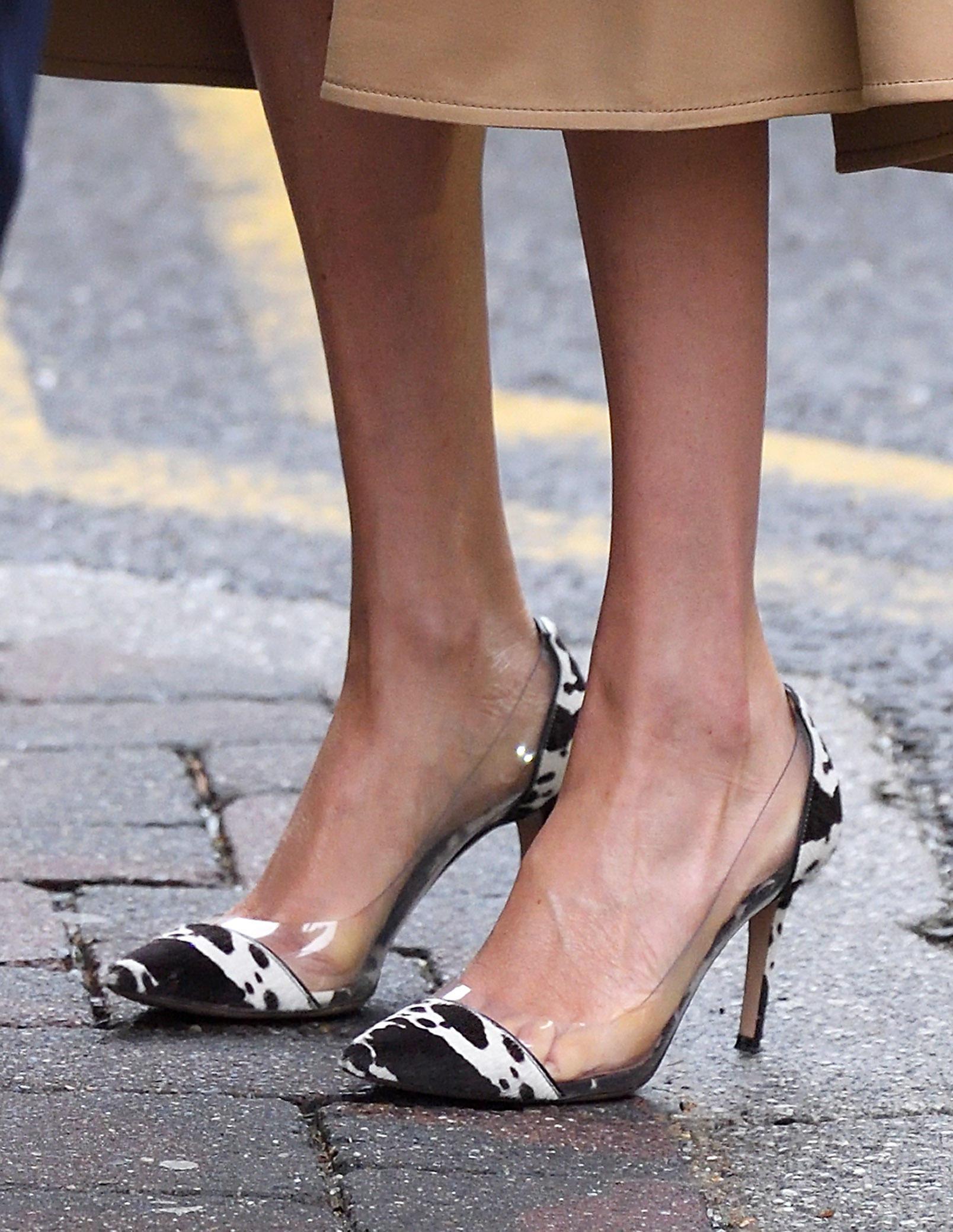 Herzogin Meghan wählt für einen Auftritt extravagante Schuhe, die alle Blicke auf sich ziehen.