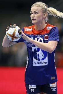 Handball-WM 2019: Die Norwegerin Stine Bredal Oftedal ist selbst auch Handballerin und beim ungarischen Verein Györi ETO KC unter Vertrag, Rune Dahmke spielt für den THW Kiel.