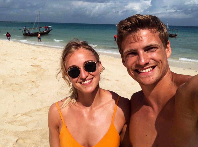 Handball WM 2019 : Was für ein hübsches Paar! Handball-Nationalspieler Rune Dahmke ist nicht nur selbst ein sehr attraktiver Kerl, er hat auch noch eine schöne Freundin an seiner Seite. Gerne zeigt Rune stolz seine Stine auf Instagram.