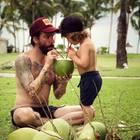 """"""" The BossHoss""""-Sänger Alec Völkel auf Mauritius mit Sohn Charlie."""