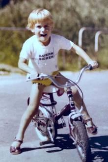 Bastian Yotta  Schon als kleiner Junge steht für Bastian Yotta der Spaß im Vordergrund und der heutige Fitness-Coach und selbsternannte Millionär fällt gerne auf ...