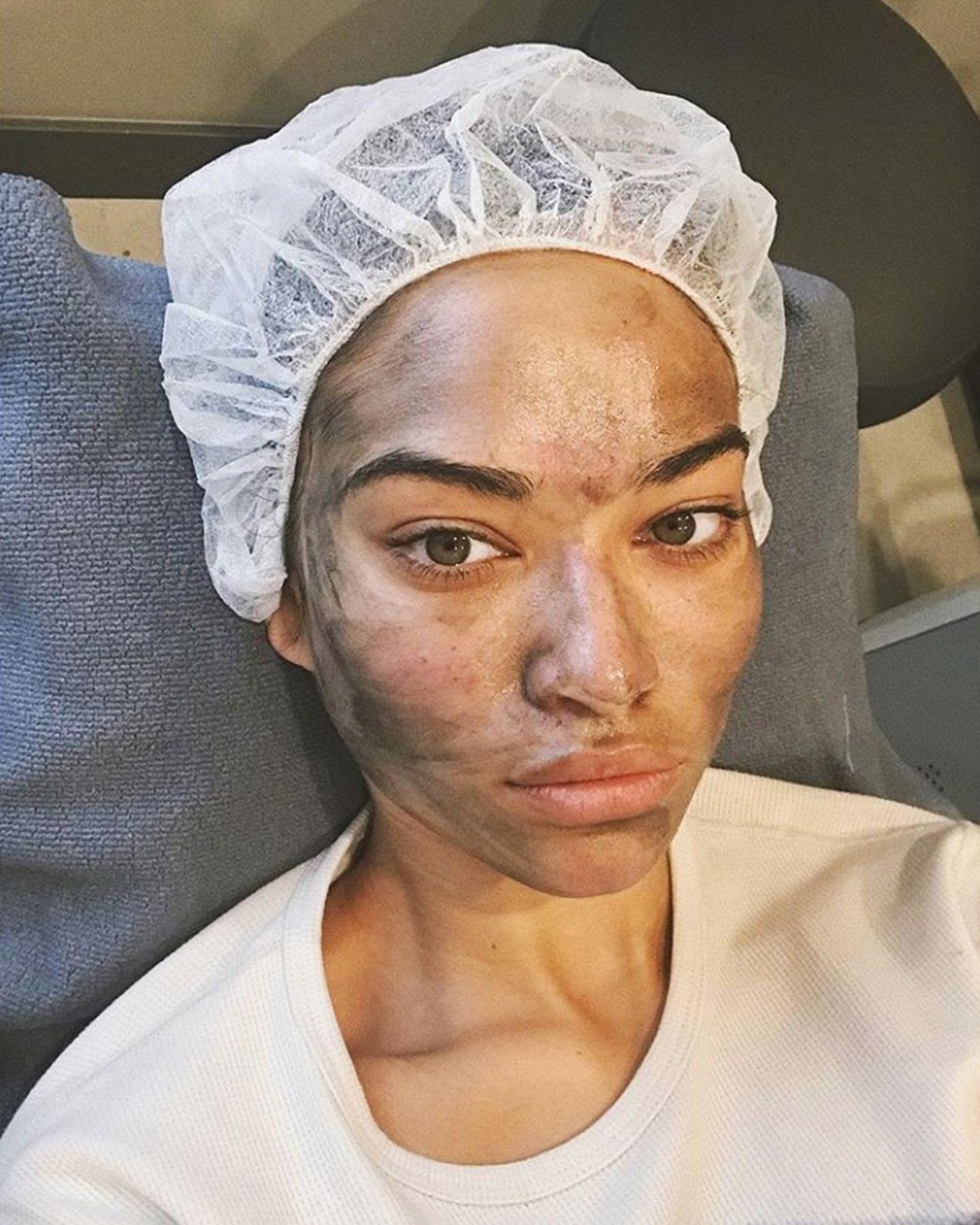 So verrust, wie die schöne Shanina nach ihrem Beauty-Treatment aussieht, war auch Kohle im Spiele. Genaue Rezepturen bleiben natürlich das Geheimnis der Salons.