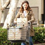 In Brentwood erledigt Jennifer Garner bei Gelson's einige Einkäufe.