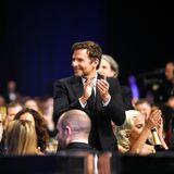 """Bradley Cooper (""""A Star Is Born"""") geht in der Kategorie """"Best Actor"""" leider leer aus, gratuliert seinem Konkurrenten Christian Bale (""""Vice"""") dennoch von Herzenzu seinem Gewinn."""