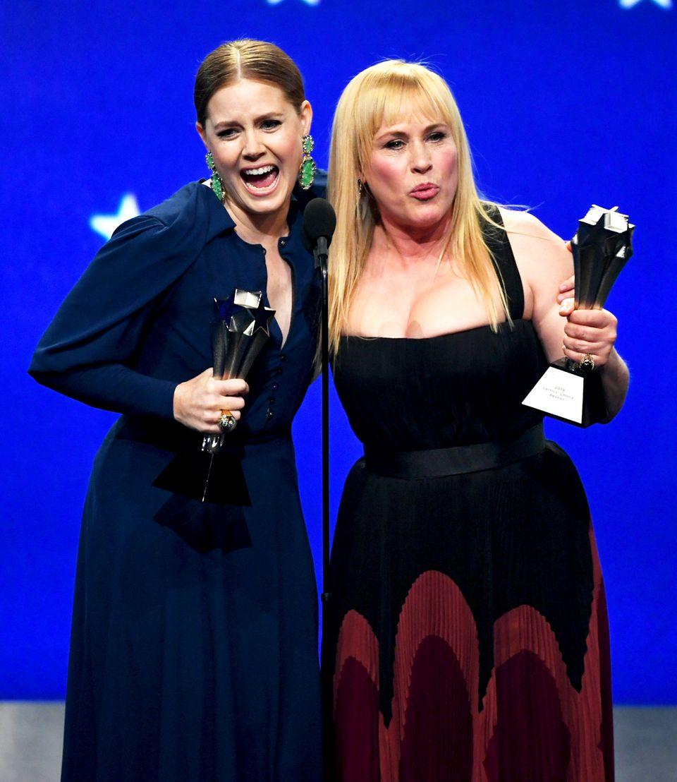 """Auch Amy Adams (""""Sharp Objects"""") und Patricia Arquette (""""Espace at Dannemora"""") teilen sich einen Preis. Beide Frauen werden in der Kategorie """"Best Actress in a Limited Series or Movie Made for Television"""" ausgezeichnet."""