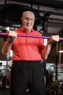 Fitter denn je: 91-jähriger Opa im Fitnessstudio bringt alle zum Staunen