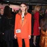 Was für ein Powerlook: Stefanie Giesinger in einem orangefarbenen Zweiteiler - so cool!