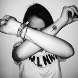 Ein viertes Tattoo trägt Pauline Ducruet an ihrem rechten Unterarm. Es ist ein verschnörkelter, französischer Satz.