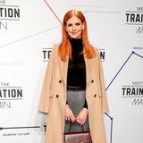 """""""Suits""""-Star Sarah Rafferty beehrt als ehemalige Kollegin von Herzogin Meghan die Berliner Fashion Week. Bei der Show von Marc Cain strahlt sie im stylischen Herbst-Look des Modelabels."""
