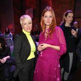 Katja Konradi, Marc Cains Managing Director Design & Brand, plauscht vor der Show noch mitEsther Schweins.