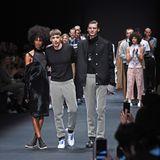 Designer Kilian Kerner holt sich zusammen mit seinen Models den verdienten Applaus ab.
