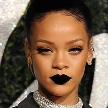 Make-up-Tipp: Rihanna zeigt: Das sollte man bei dunklen Lippenstiften beachten