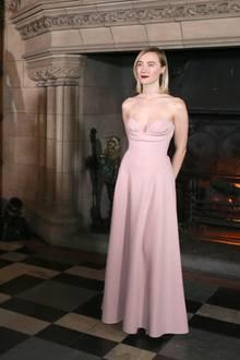 """14. Januar 2019  In einer rosafarbenen Christian-Dior-Haute-Couture-Robe präsentiert sich Schauspielerin Saoirse Ronanbei der Premiere von """"Mary Queen of Scots"""" im Edinburgh Castle, Schottland."""