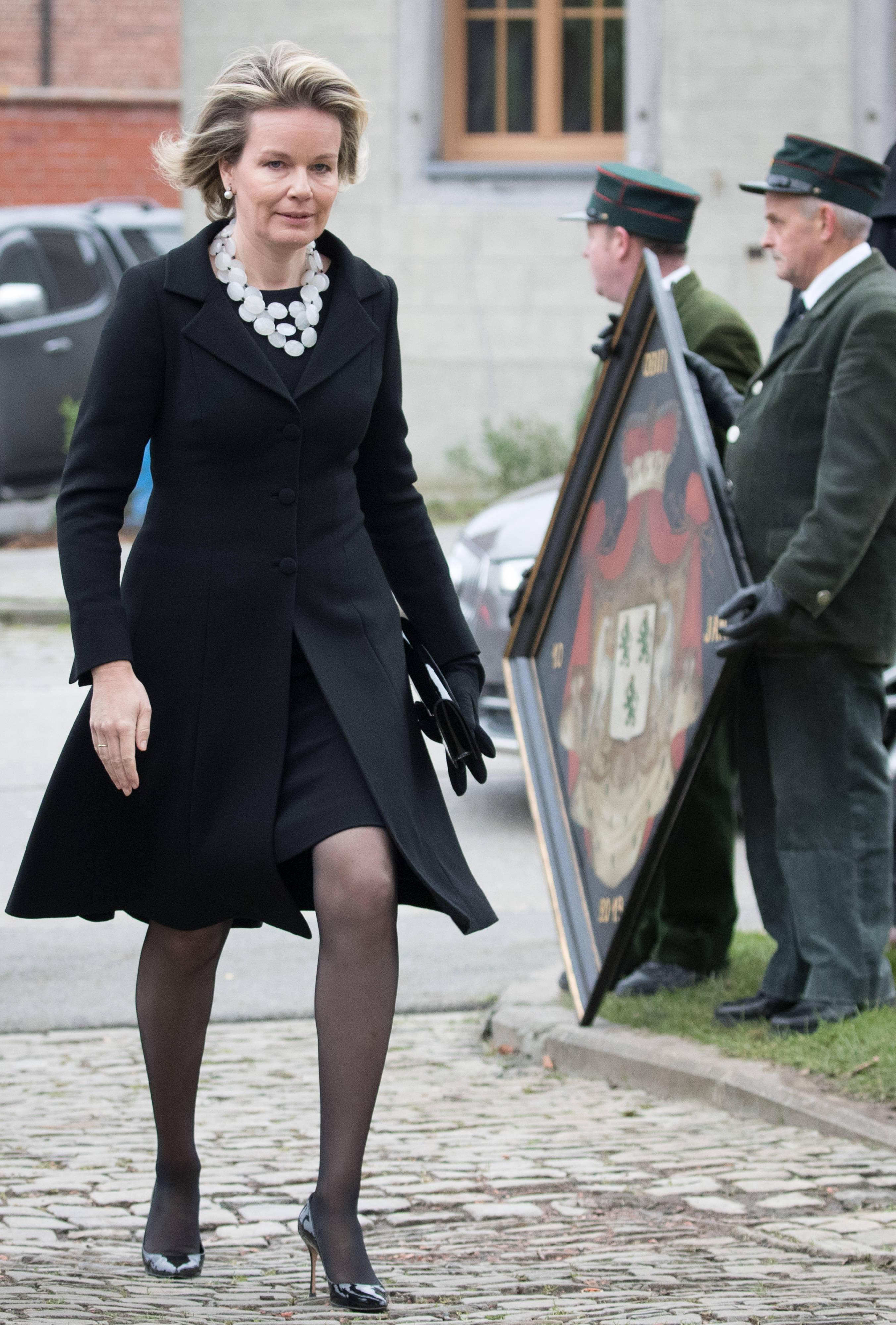 Auch Königin Mathilde ist zur Beerdigung gekommen.