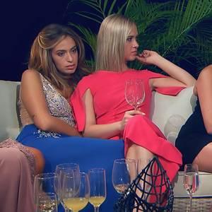 Ein Haufen Pailletten, knallige Pinktöne, viel Bein - in der Nacht der Rosen stylen sich die Kandidatinnen so richtig auf.