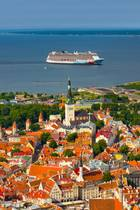 Zu den ultimativen Trend-Reisezielen 2019 gehört Tallinn. Estlands Hauptstadt beeindruckt Kreuzfahrtgäste und andere Besucher mit einer Mischung aus historischen Gebäuden, modernen Boutiquen und gemütlichen Cafés. Spazieren Sie auf der Stadtmauer Tallinns, besuchen Sie den Rathausplatz und genießen Sie den Ausblick vom Domberg. Die bunte Stadt am Meer hat jede Menge zu bieten!