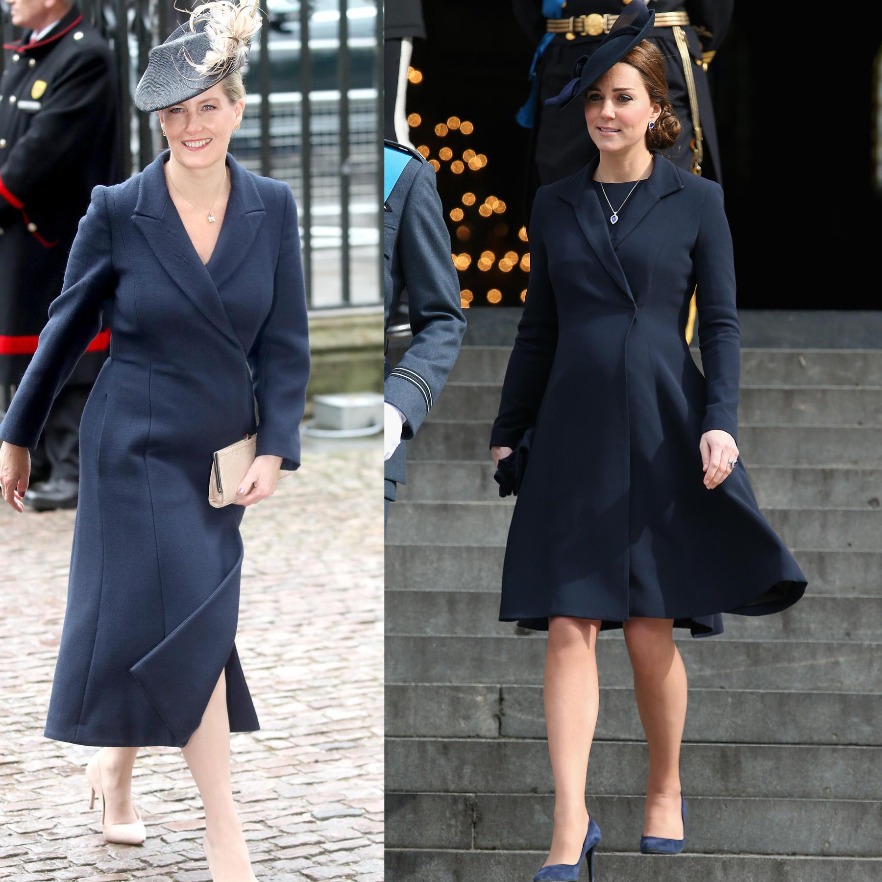 Auch die Farbe Dunkelblau ist sowohl in Kates als auch in Sophies Mantelabteilung im Kleiderschrank zu finden.
