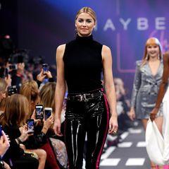 Außerdem hat Maybelline ein Dutzend deutscher Topmodels gebucht. Lena Gercke ist eine von ihnen, die mit ihrem krassen Make-up alle Blicke auf sich zieht.