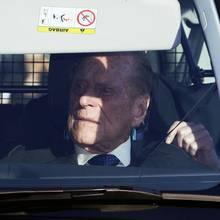 19.Dezember 2018  Am traditionellen Weihnachtsessen im Buckingham Palace nimmt Prinz Philip selbstverständlich auch teil, dabei entsteht dieser Schnappschuss im Auto.