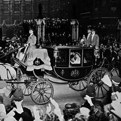20. November 2018  Happy anniversary! Unglaubliche 71 Jahre sind Queen Elizabeth und Prinz Philip jetzt schon verheiratet. Nach ihrer Trauung im Jahr 1947 ging es für die beiden mit der Kutsche in den Buckingham-Palast.