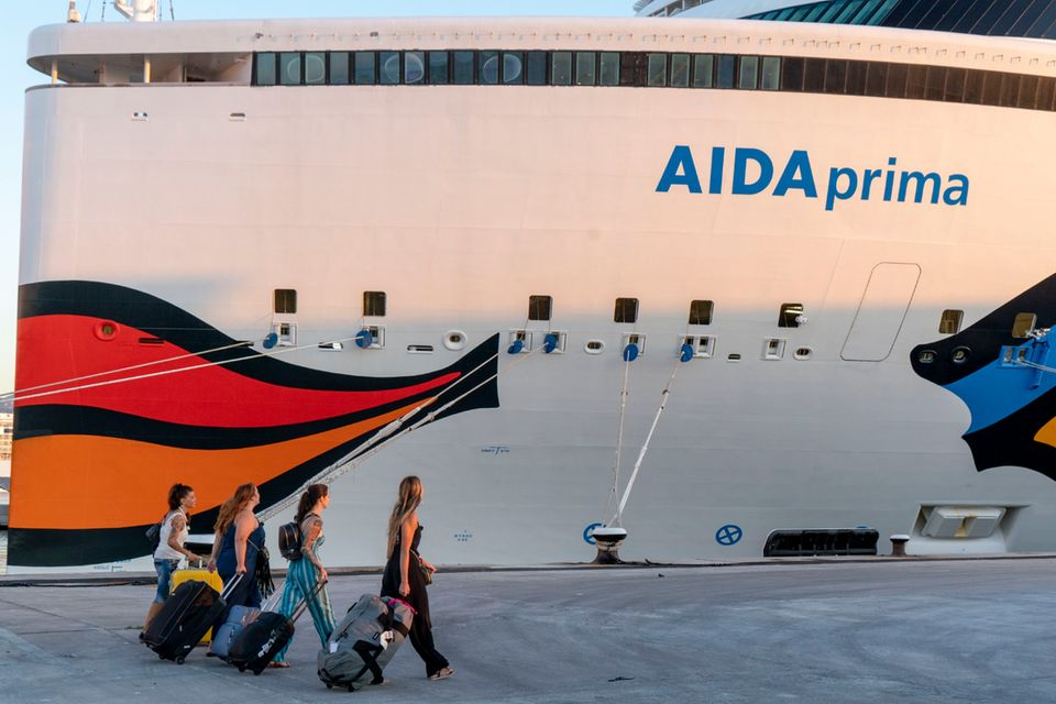 V.l.: Gordana, Sandra K., Alisa, Sandra R. gehen an Bord der AIDA