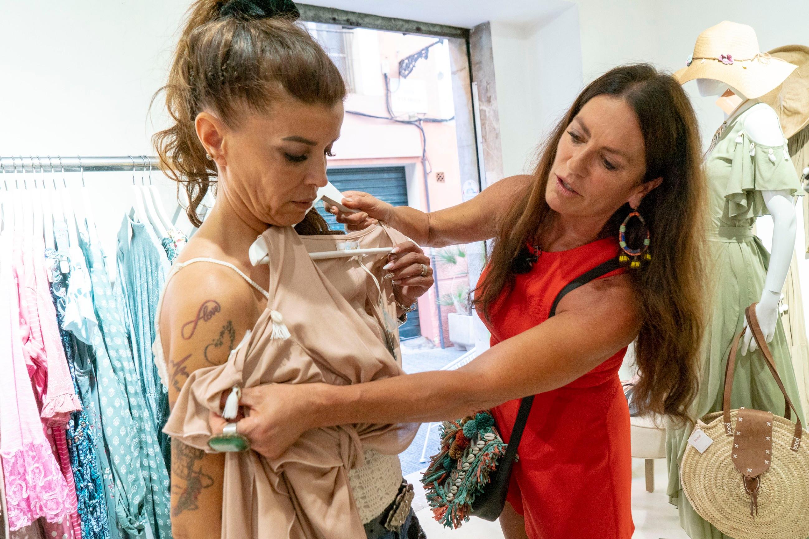Kandidatin Gordana Apostoloska (l.) mit Promi-Shopping-Begleitung Christine Neubauer
