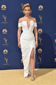 Über 15 Jahre später weiß Scarlett Johansson ganz genau, wie sie äußerst glamourös daherkommen kann. Bei den Emmys 2018 glänzt sie im Dress von Balmain.