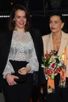Pauline Ducruet,Prinzessin Stephanieund Camille Gottliebhaben sich für das43. Monte-Carlo International Circus Festival mächtig in Schale geworfen. Die beiden Töchter von Prinzessin Stephanie tragen eine schwarze Hose zur hellen Bluse. Das wird einer Monegassin zum Verhängnis ...