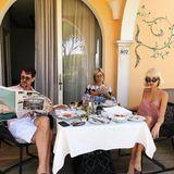 Selbst wenn Maria-Olympia beim Frühstück mit ihren Eltern, Papa Pavlos, Kronprinz von Griechenland und Mama Marie-Chantal, sitzt, ist sie äußerst stylisch.