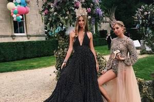 """Ihr 21ter Geburtstag ist die High-Society-Party des Jahres 2017: Maria-Olmpia feiert mit It-Girls wie Talita von Furstenberg, Paris und Nicky Hilton und Poppy Delevingne in den Cotswolds zu dem Fashion-Motto """"Modern Marie Antoinette""""."""