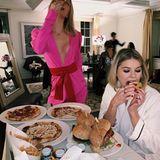 Nach der Party vergisst Maria-Olympia gerne einmal ihre royalen Manieren. Spätestens wenn der Room Service die Pizza liefert, wird mit den Händen zugegriffen.