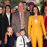 Mit Papa Fürst Albert und Cousine Pauline geht es für Prinzessin Gabriella und Prinz Jacques, natürlich schön warm eingepackt,in den Zirkus.