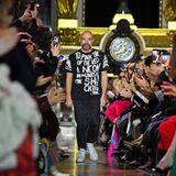 Großen Applaus kann sich Schiaparelli-DesignerBertrand Guyon für seine farbenfrohe Kollektion abholen.
