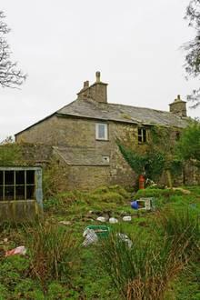 Familie Wilson lebt in einer Ruine