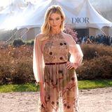 Mit sonnigem Winterlicht wird Dior-Fan Karlie Kloss noch schöner. Das Topmodel will sich die Haute-Couture-Schauen in Paris natürlich nicht entgehen lassen.