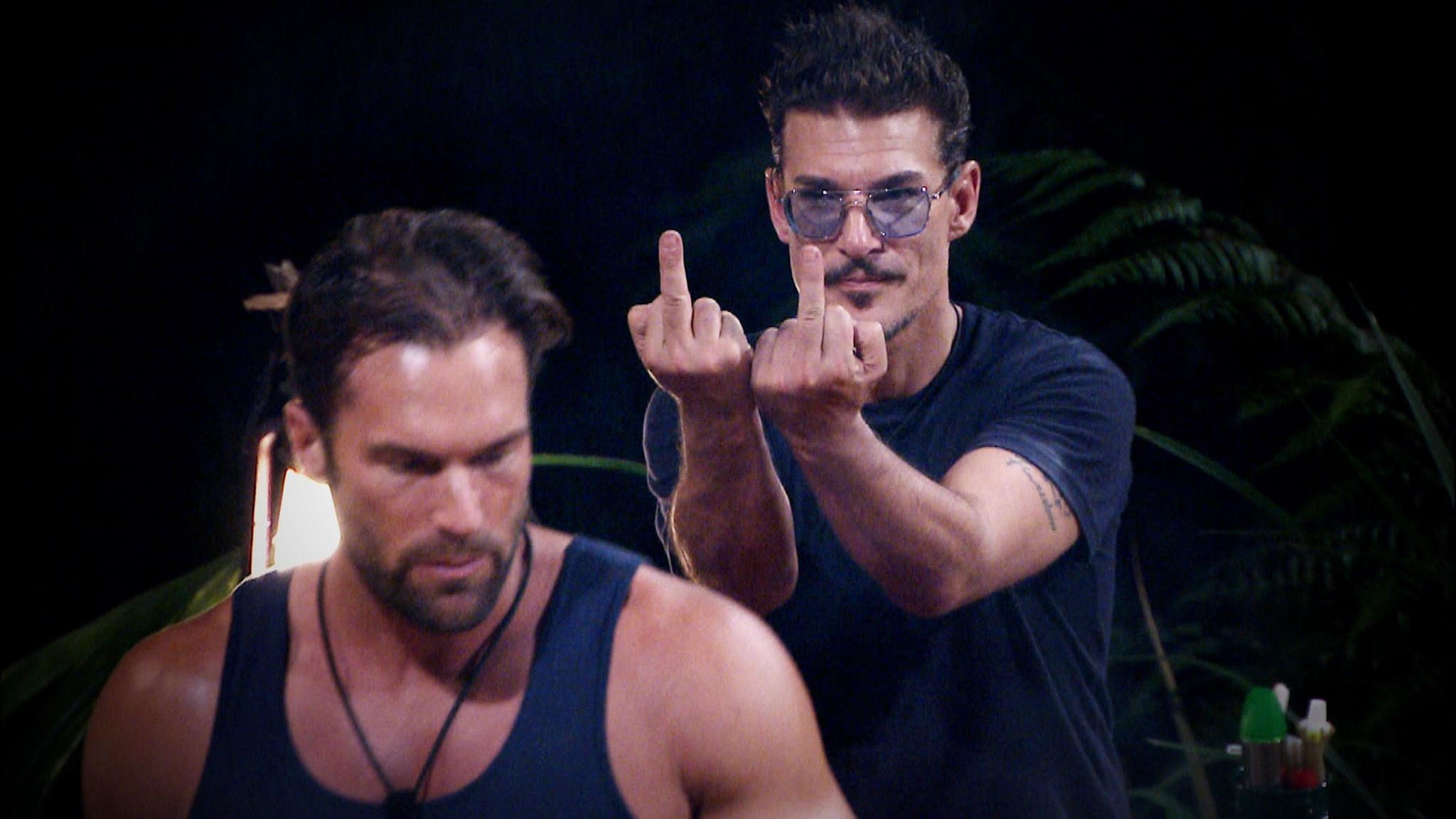 """Chris Töpperwien (r.) und Bastian Yotta (l). können sich nicht ausstehen. (""""Alle Infos zu 'Ich bin ein Star - Holt mich hier raus!' im Special bei RTL.de)"""
