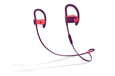 Bodypump mit Bass! Wer fit und mit der richtigen Hymne durch das Jahr 2019 kommen möchte, für den sind die Powerbeats3 Wireless genau das Richtige. Mit bis zu zwölf Stunden Batterielaufzeit sorgen die In-Ear-Kopfhörer für den besten Sound beim Workout und bleiben dank innovativem Kabelhalterungsclip dort, wo sie hingehören – egal, wie stark man sich bewegt. Ca. 199,95 Euro