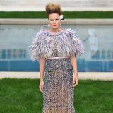 Wenn Karl Lagerfeld seine Kreationen zeigt, darf auch das deutsche Model Anna Ewers nicht fehlen.